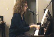 Ένα τραγούδι αφιερωμένο με αγάπη  από την κυρία Λίλη Σαμιωτάκη